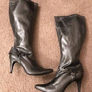 Metallic heeled boots